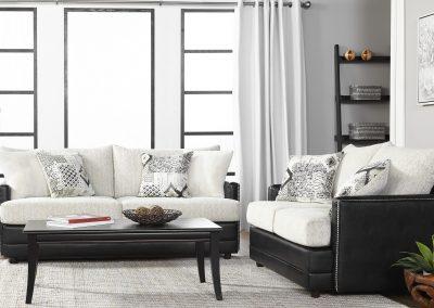 10700 Hughes Livingroom